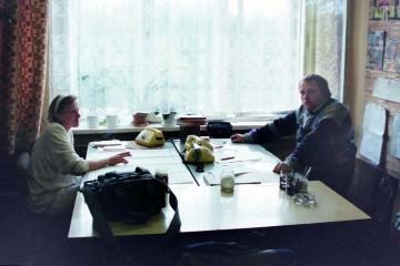 Kępno w dniu 12.09.1994. Biuro dyspozytora stacyjnnego. Po prawej Ja.