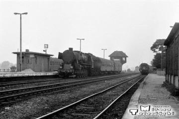 Ty2-214 do Rudnicy na stacji Gorzów Wlkp. Na czas remontu linii Rudnica - Kostrzyn (Chyrzyno), pociągi dojeżdżały tylko do Rudnicy. Fotka wykonana w dniu 22.09.1987.