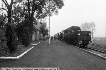 Dobrodzień 17.10.1987. Ty42-1 z pociągiem specjalnym wjechał z Fosowskich.