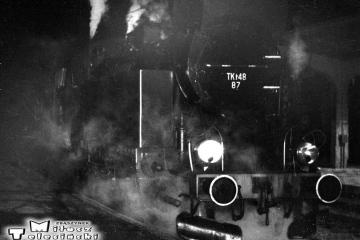 Kępno 28.01.1990. Tkt48-87 z pierwszym porannym pociągiem osobowym do Namysłowa. kierownikiem pociągu był Pan Sołtysiak.