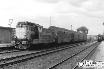 Gorzów Wlkp. w maju 1991. Pociąg osobowy do Zbąszynka.