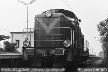 SP42-238 w Zbąszynku najeżdża na pociąg do Leszna. 11.11.1986