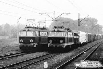 Warszawa Główna - Sochaczew 06.09.1986. Po prawej ET22-219