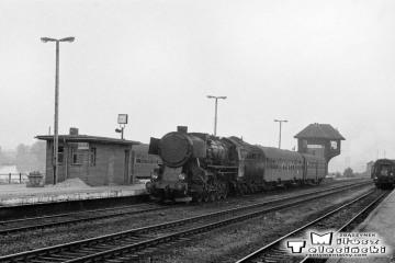 Ty2-2141 z osobowym do Kostrzyna przez Rudnicę w dniu 22.09.1987.