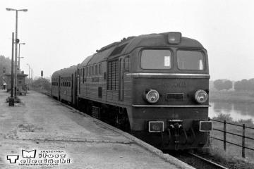 ST44-102 z osobowym do Myśliborza w dniu 22.09.1987.