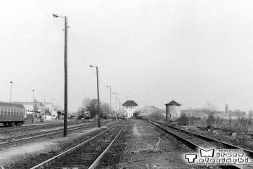 Gorzów Wlkp w maju 1991. Perony nadwarciańskie od strony dworca towarowego.