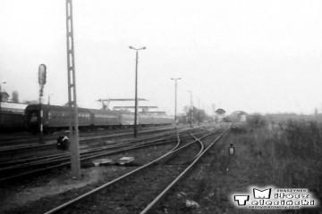 30.04.1991. Gorzów Wlkp . W oddali perony nadwarciańskie od strony dworca towarowego.