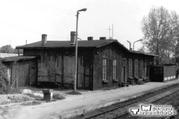 Budynek przy peronie trzecim, zburzony w 1993 roku. Foto z 10.05.1991