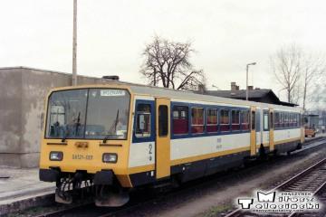 Kursujący krótko na odcinku Gorzów Wlkp. - Poznań wagon spalinowy SA21-001. Fotka wykonana w maju 1991.