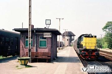 Gorzów Wlkp.w maju 1991. Po prawej SP32-091 z osobowym do Zbąszynka.