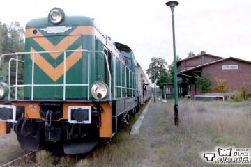 Lutol Suchy 19.09.2002. SM42-689, maszynista Pan Ireneusz Kubicki. Kierownik pociągu, Pan Taler.