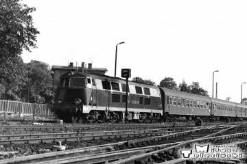 Międzyrzecz_03.10.1987. Wjazd pociągu z Międzyrzecza.