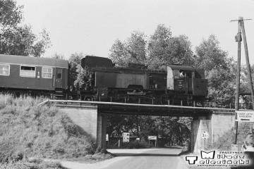 Pociąg specjalny na szlaku. Wierzbno, zbliża się do stacji Wierzbno 03.10.1987