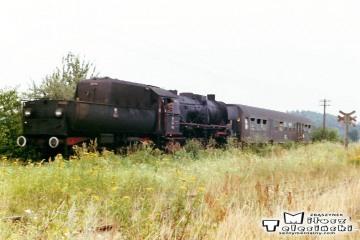 Osobowy Rzepin - Sulęcin zbliża się do Kurska w dniu 05.08.1990.