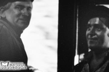 Maszyniści Tkt48-74 w dniu 08.09.1986. Po lewej Pan Jan Adamczak z Międzyrzecza. Obok pomocnik Pan Jan Szajer z Międzyrzecza.