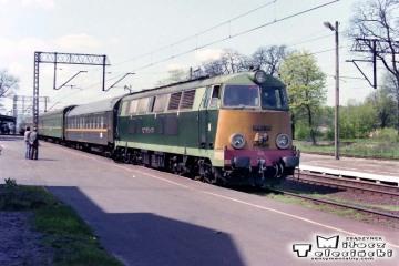Rzepin 04.05.1992. SP45-175 przyprowadziła pośpieszny - sypialny z Frankfurtu/O do Warszawy - Moskwy.