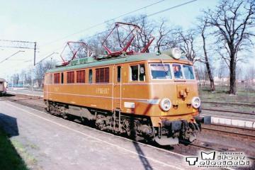 """Rzepin 19.04.1994. EP08-012. z EC """"Berolina"""" z Berlina do Warszawy."""