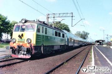 Rzepin w dniu 13.06.1996. EU07-420 z osobowym Frakkfurt - Poznań nr 222.