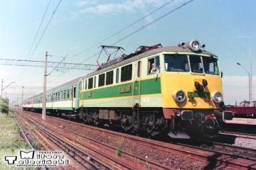 Buk w dniu 10.06.1998. Pośpieszny regionalny Zielona Góra - Poznań. maszynistą Pan Bachorz.