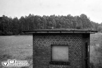 Zbąszynek - Szczaniec 31.08.1986. Budynek na początku nie czynnego do 1930 roku nasypu do Zbąszynia (z pominięciem Zbąszynka).