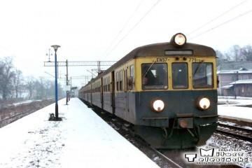 Sulechów 11.02.1996. EN57-779, maszynistą Andrzej Jałukowicz.