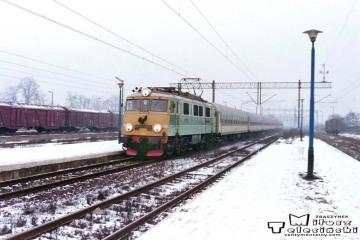 Czerwieńsk 11.02.1996. EU07-080.