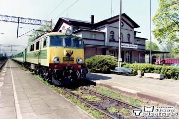 Czerwieńsk 27.04.2000. EU07-439.