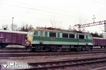 """Czerwieńsk 27.12.1998. EU07-060 od pociągu pośpiesznego """"Malta""""."""