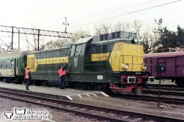 """Czerwieńsk 27.12.1998. Podmiana w kierunku Guben pociągu pośpiesznego """"Malta"""" 77113."""