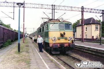 Sulechów. ja przy pociągu z Poznania do Zielonej Góry w dniu 11.05.1998.