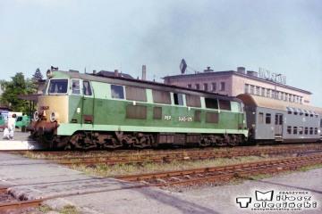 Wolsztyn. 08.05.2003. SP45-175 z osobowym Leszno - Zbąszynek.