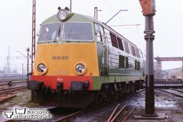 Leszno - lokomotywownia w dniu 08.03.1988. SP45-216.