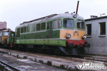 Leszno - lokomotywownia w dniu 08.03.1988. ST43-215.