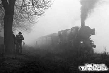 Godziętowy w dniu 28.05.1988. Ty2-934 z ostatnim pociągiem pasażerskim do Namysłaków.