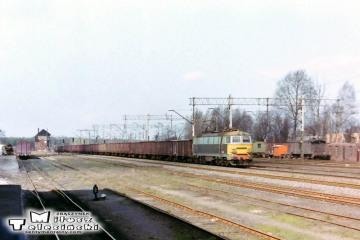 Ostrzeszów 12.03.1990. ET22-095 z Poznania.