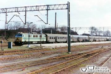 Ostrzeszów 12.03.1990. EU07-158 do Poznania.