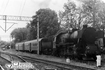 Ostrzeszów 28.05.1988. Ty2-934 z ostatnim pociągiem pasażerskim do Namysłaków.