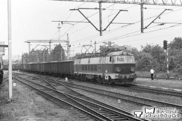 Ostrzeszów 28.05.1988. ET22-085 z osobowym do Poznania.
