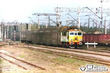 Ostrzeszów 12.03.1990. EU07-233 z Poznania.