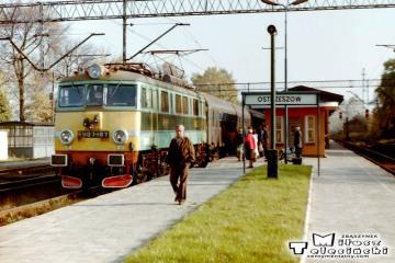 Ostrzeszów 12.10.1990. EU07-167 do Poznania.