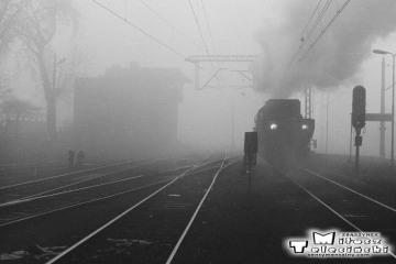Ty2-339 z pociągiem specjalnym Ostrzeszów - Namysłaki na stacji Ostrzeszów w dniu 15.11.1986.