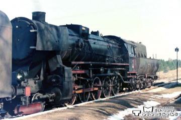 Trakiszki 05.04.1989. Ty2-1252 ze składem po przyjeździe z Suwałk.