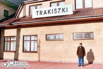 Trakiszki 23.02.1995.. Na zdjęciu były zawiadowca stacji Pan Czesław Puczyłowski.