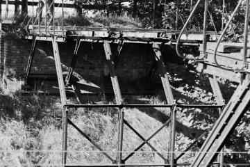 Wierzbno - Międzychód 21.09.1986. Wiadukt na drodze między Muchocinem a Gorzyckiem Starym, który leżał ok. 1,5 km w głąb Polski - granica przebiegała na 67,6 km linii, wiadukt to 66,1 km.