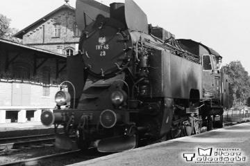 Międzychód 03.10.1987. Tkt48-28 objeżdża pociąg specjalny ze Zbąszynka dalej do Skwierzyny i z powrotem.