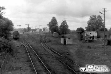 Ol49-61 do pociągu Ełk - Białegostok i dalej do Warszawy w Gołdapi w dniu 29.09.1990.