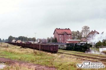 Węgorzewo 11.09.1990. Widok z nastawni na manewry parowozu w stronę Kętrzyna.