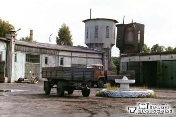 Węgorzewo 13.09.1990. Dawna lokomotywownia, w 1990 roku samochodówka P.k.P.