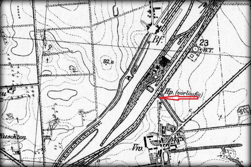 Podczas budowy Zbąszynka powstał prowizoryczny peron, przy torach na wiadukcie, nad szosą, gdy wjeżdżamy pod mosty od strony Kosieczyna.