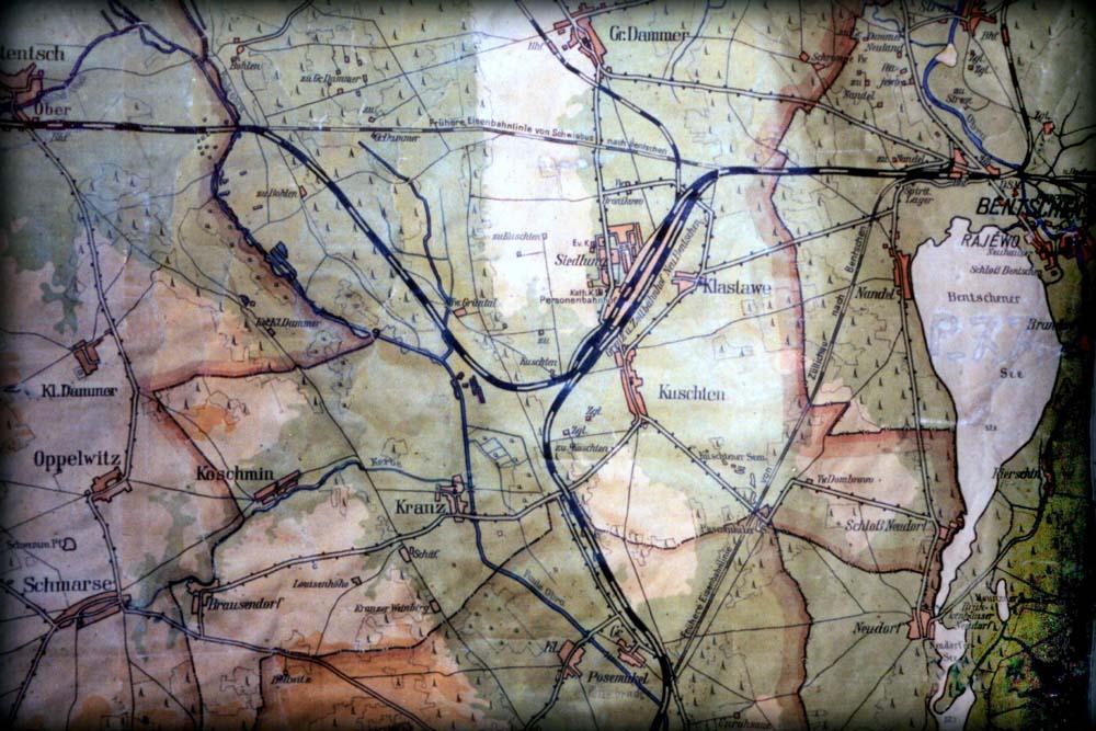 Mapka z 1930 roku. Stare nasypy już nie czynne, dworzec osobowy już otwarty. Tymczasowe połączenie starego toru z linią do Międzyrzecza już zapomniane.